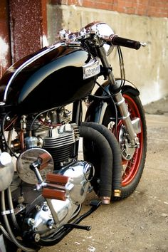 Old school Triumph cafe