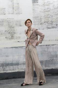 Giorgio Armani Fashion Show Collection, High Fashion, Fashion 101, Latest  Fashion Trends, 462a0d4e967