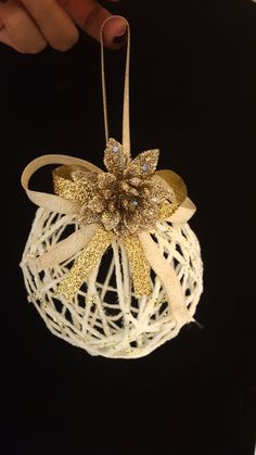 Creative Ideas and Practices: Christmas Rustic Ornaments Tutorial (Spheres of H . - Creative Ideas and Practices: Christmas Rustic Ornaments Tutorial (Yarn Spheres) - Diy Christmas Ornaments, Rustic Christmas, Christmas Art, Christmas Projects, Christmas Wreaths, Diy Christmas Crafts To Sell, Handmade Christmas Decorations, Ornament Tutorial, Christmas Embroidery