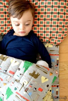 Snap up Sleeping Bag Tutorial — Modern Handcraft Brothers Fun Projects, Sewing Projects, Kids Sleepover, Kids Sleeping Bags, Little Campers, Kids Bags, Baby Sewing, Gifts For Boys, Sewing Tutorials