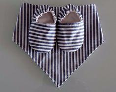 Otros - Conjunto de babero y zapatos - hecho a mano por Razziss en DaWanda