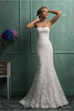 I want it!! Cute Mermaid Strapless Corset Vintage Lace Wedding Dress With Buttons