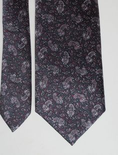 Vintage 1980's Small Paisley design Dark Colors Skinny tie. FREE SHIPPING USA. #LSAyres #Tie
