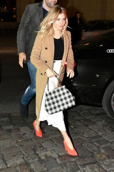 Sienna Miller's Genius Trick For Making An Outfit Pop In The Middle Of Winter