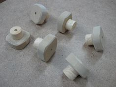 Make Your Own Knobs and Save / Fabriquez vos poignées et épargnez Woodworking Workshop, Woodworking Projects, Make Your Own, How To Make, Stone Tiles, Wood Projects, Homemade, Index, Diy Wood