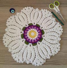 Doily Patterns, Baby Knitting Patterns, Hand Knitting, Crochet Patterns, Basic Hand Embroidery Stitches, Crochet Stitches, Crochet Tablecloth, Crochet Doilies, Yarn Crafts