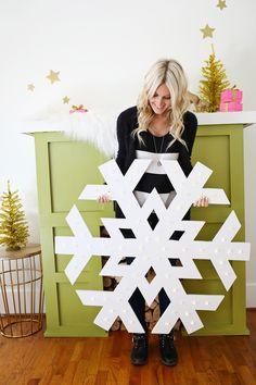 4 of our favorite bloggers used products from Martha Stewart Living @HomeDepot to create their own DIY holiday projects. @ABeautifulMess is shown here with their snowflake lighted sign. #HowToHoliday
