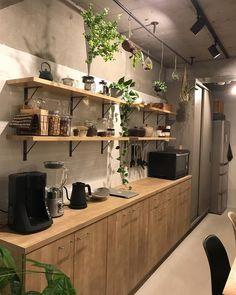 10 Inspiring Modern Kitchen Designs – My Life Spot Cafe Interior, Room Interior, Interior Design Living Room, Kitchen Dining, Kitchen Decor, Kitchen Cabinets, Japanese Kitchen, Vintage Design, Home Kitchens