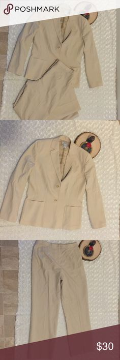 LOFT Women's Work Wool Blend Pant Cream Suit SZ 8P Suit is fully lined. Fabric: Wool Blend. Pre-owned and gently used condition, with no flaws. Color: cream/beige. Size 8P. LOFT Pants Trousers