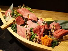 《 赤坂 》焼肉の舟盛り!? 松阪牛を一頭買いの見た目も味もゴージャス焼肉!