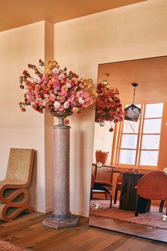 Farrow Ball, Farrow And Ball Paint, Interior Walls, Interior And Exterior, Interior Design, Warm Dining Room, Gold Sofa, Eco Friendly Paint, Cream Walls