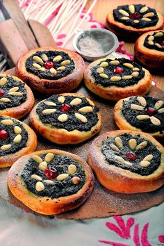 A classic Czech baking for Sunday afternoon or wedding - poppy seeds koláče. OH MY GOSSSSSHHHHHH!