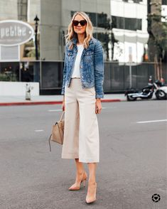 27 Stylish and Cute Spring Fashion Trends for Girls # # Outfit Casual Outfits, Fashion Outfits, Fashion Trends, Casual Friday Work Outfits, Jeans Fashion, Fashion Clothes, Casual Wear, Moda Jeans, Latest Fashion For Women