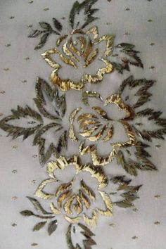 This Pin was discovered by Mru Zardozi Embroidery, Tambour Embroidery, Hand Work Embroidery, Couture Embroidery, Hand Embroidery Stitches, Silk Ribbon Embroidery, Hand Embroidery Designs, Embroidery Techniques, Beaded Embroidery