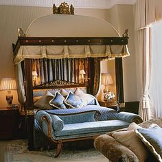 Top Most Elegant Beds and Bedrooms in the World: English Style Royalty Elegant Bedroom This may be perfect for anyone whom like the whole royal style, but it can also be expensive! Royal Bedroom, Dream Bedroom, Home Bedroom, Bedroom Decor, Master Bedrooms, Bedroom Ideas, Bedroom Suites, Bedroom Photos, Most Luxurious Hotels