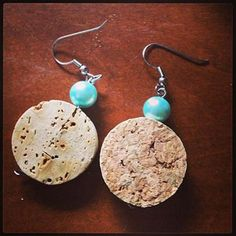 Used Mauve Corks on the market to be used for craft initiatives like grape cork wreaths, stopper pin boards, wedding ceremony favors and a lot more. Wine Craft, Wine Cork Crafts, Wine Bottle Crafts, Wine Cork Jewelry, Wine Cork Art, Wine Cork Projects, Wine Bottle Corks, Schmuck Design, Diy Earrings