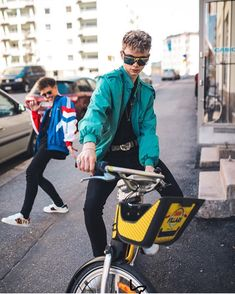 Corbyn needs to open a glasses shop haha and Zack's face in the back😂😍 Corbyn Besson, Jack Frost, Girl Bye, Why Dont We Band, Boy Bands, Man Band, Zach Herron, Jack Avery, Thing 1