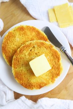 Toasted English Muffin (Paleo, Low Carb) - This paleo, low carb English muffin is soft and buttery inside, crusty on the outside. Easy to make in just 2 minutes! Can probably do in skillet Low Carb English Muffin, Gluten Free English Muffins, English Muffin Recipes, Ketogenic Recipes, Gluten Free Recipes, Low Carb Recipes, Cooking Recipes, Ketogenic Diet, Bread Recipes