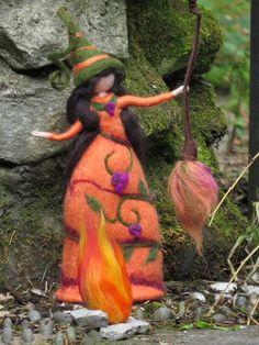 Items similar to Esmeralda - felted witch, neddle felted and wet felted on Etsy Needle Felting Tutorials, Felt Fairy, Spirited Art, Spooky Decor, Tiny Dolls, Felt Patterns, Waldorf Dolls, Nuno Felting, Felt Dolls