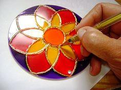 Amen: Mandalas and Crafts: How to Paint Glass Mandalas (PAP) - paintes Glass Painting Patterns, Pottery Painting Designs, Paint Designs, Mandalas Drawing, Mandala Painting, Mandala Art, Bottle Art, Bottle Crafts, Art Cd