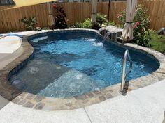 Small Inground Pool, Small Swimming Pools, Swimming Pools Backyard, Swimming Pool Designs, Inground Hot Tub, Inground Pool Designs, Backyard Pool Landscaping, Backyard Pool Designs, Small Backyard Patio