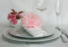 pompons pompoms f r hochzeiten hochzeit pinterest pompoms hochzeiten und servietten hochzeit. Black Bedroom Furniture Sets. Home Design Ideas