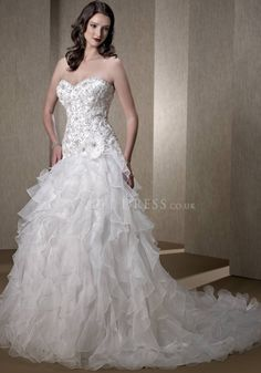 Luxurious A line Organza Floor Length Sweetheart Wedding Dress With Beaded Embroidery