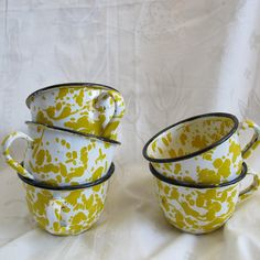Set of 5 small vintage yellow on white splatter enamelware cups. These are tea cup size at about 2 1/16 inch tall and 3 inches in diameter along the upper rim. Very good condition, some chips and minor rust spots along the rims and handles - difficult to see in photos. Shipping on this
