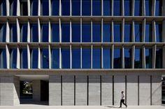 Los Militares Office Building, Santiago, Chile. Mobil Architecture.  Photographer Nico Saieh