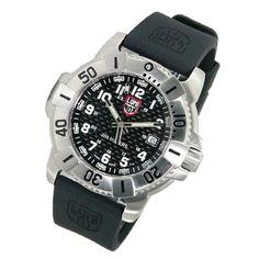 ルミノックス(LUMINOX)の時計は日本での販売数が少なく希少価値があります。 タフな実用時計という評価はお墨付き。中古でも保証された寿命で買取価格は安定的です! 特にネイビーシールズ、アタカマ、ランドシリーズが高額買取対象です。