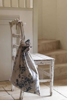 I love old stuff like this! Plus it is super easy to distress stuff like this. Cozy Cottage, Shabby Cottage, Cottage Style, White Cottage, Shades Of White, Blue And White, Casas Shabby Chic, Chabby Chic, Purple Home