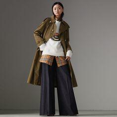 The Long Westminster Heritage Trench Coat in Dark Military Khaki - Women | Burberry Australia