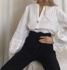 Women S Fashion Queen Street Code: 4894308257 Dark Fashion, Winter Fashion, Fashion Looks, Casual T Shirts, Cool Shirts, Classy Outfits, Cool Outfits, Lisa, Business Chic