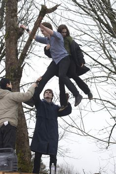 Twilight - special behind the scenes footage of robert & Kristen shooting the tree scene. 'Hold on tight spider monkey'