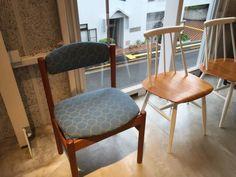"""ミナペルホネン×haluta(ハルタ)の北欧家具 @「la kagu(ラカグ)」その2 - *パラティッシ*ミナ ペルホネンのファブリック""""dop""""を張った椅子や、スツール60もあります。 ブルーのタンバリンのは、ポーエ・モーエンセンのダイニングチェア。 タンバリンの椅子。絵になるなぁ"""