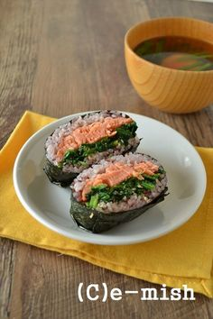 鮭とほうれん草の胡麻和え定食おにぎらず Lunch Recipes, Cooking Recipes, Healthy Recipes, Cooking Ideas, Onigirazu, Asian Recipes, Ethnic Recipes, Lunch Meal Prep, Japanese Food