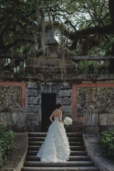 PreOwnedWeddingDresses.com Real Weddings | Photo: Maloman Studios
