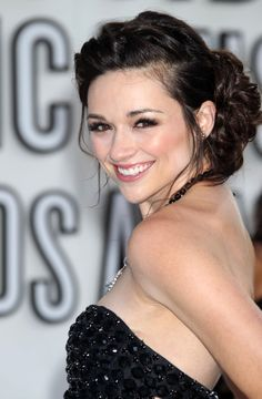 Crystal Reed Age, Height, Biography, Wiki, Movies and TV Shows, Crystal Reed Boyfriend, Career, Crystal Marie Reed Figure