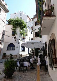 Sitges, un lugar con mucho encanto donde dejarse perder por sus calles y playas