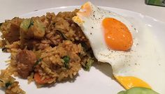 Nasi Goreng with marinated chicken thigh and veggies and a homemade spices mix of cumin, laos, turmeric and ginger. Low FODMAP and gluten-free Low Fodmap Vegetables, Veggies, Nasi Goreng, Cooking For Dummies, Fodmap Recipes, Fodmap Foods, Fodmap Diet, Lactose Free, Gluten Free