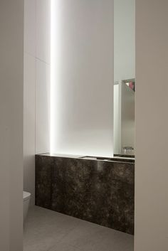 lighting by accessori lichtarchitectuur http://www.accessori-project.be   architecture by cubyc architects  DM Residence #lighting #marble #bathroom