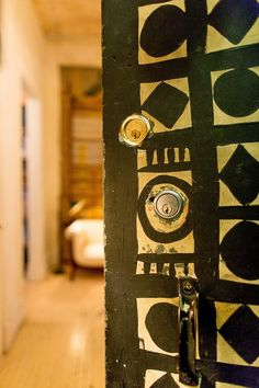 decorate your doors with drawings, paintings, stickers or as a blackboard is a pretty funny way to enhance the room or hide some unevenness...