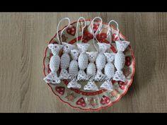 Háčkované salónky - YouTube Holiday Crochet, Crochet Gifts, Pot Holders, Crochet Patterns, Christmas Ornaments, Holiday Decor, Christmas Baubles, Garden Crafts, Straws