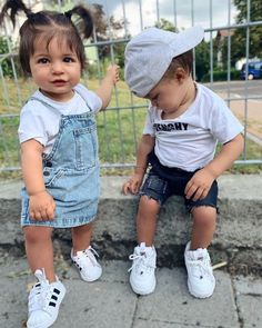 Young Marriage (Season – About Children's Clothing So Cute Baby, Cute Baby Twins, Cute Baby Clothes, Cute Kids, Baby Kids, Boy Girl Twins, Baby Outfits For Boys, Baby Girl Fashion, Kids Fashion