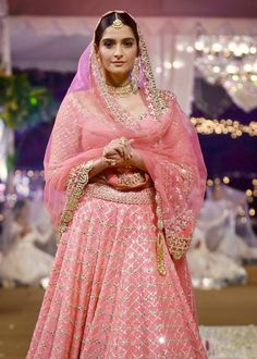 Sonam Kapoor, Bollywood Celebrities, Indian Designer Wear, Pretty In Pink, Sari, Chic, How To Wear, Indian Fashion, Beauty