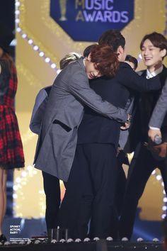 Chanyeol hug!