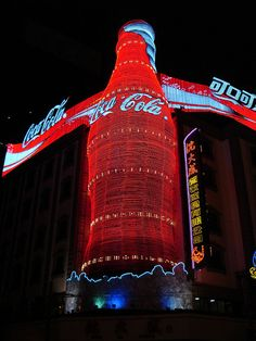 Giant Coca-Cola Advertisement by Cenika Vintage Coca Cola, Coca Cola Ad, Always Coca Cola, World Of Coca Cola, Coca Cola Bottles, Coke Machine, Funny Commercials, Cream Soda, Cute Kittens