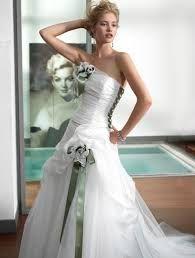 Risultati immagini per abiti sposa verdi