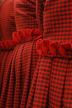 Sarkanie tērpi
