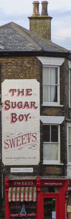 England Travel Inspiration - Old-fashioned sweet shop, Deal, Kent. Modern Exterior, Ranch Exterior, Bungalow Exterior, Exterior Signage, Exterior Lighting, Exterior Design, Old Fashioned Sweet Shop, Shop Signage, Signwriting